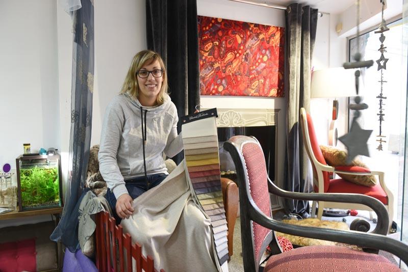 Élodie dirige le magasin « La Passion du siège », rue du Fil à Pontivy.